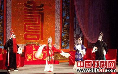 多伦多国家戏剧协会首次公演了整部京剧《年轻的男人的女人》