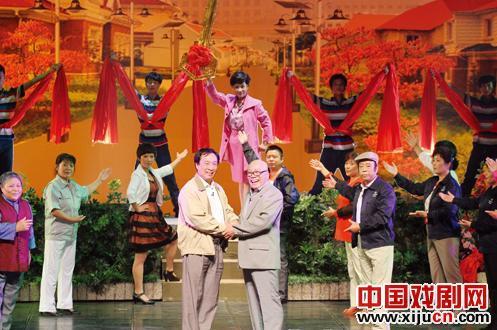 大型现代歌谣《银杏庄》的演出场地爆满