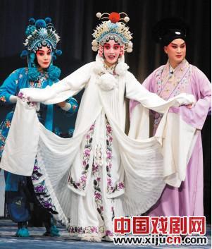 天津平剧剧院上演了《白蛇传》、《断桥》和《打金枝》,平剧类经典戏剧表演周圆满结束。