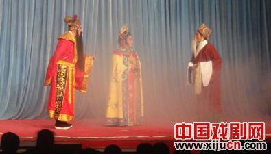 北京顺义梁山庄村表演新年庆典戏剧《灶神》
