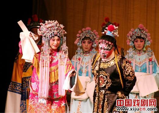 在由高闯和张文彭主演的新夏风代表作《甘昆带》的精彩表演中