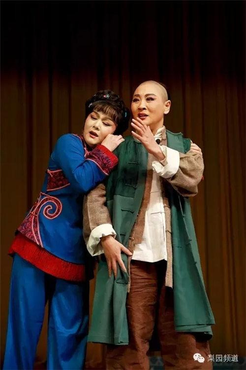 12月17日,《看大戏》上演了晋剧《审视皇权》和平剧《从春天到秋天的歌唱》