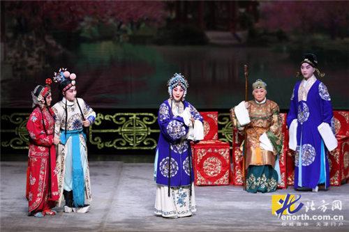 王艳主演的梅派经典名剧《指挥中的穆桂英》惊艳亮相。