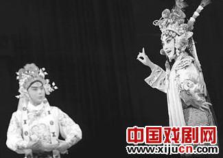 湖北京剧剧院上演的京剧《顶尖学者媒体》