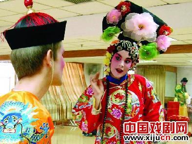 美国学生表演京剧《大灯店》