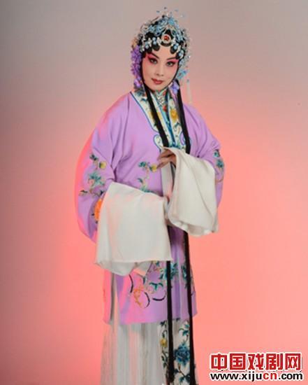 王鸿不是歌剧演唱家,但他被选为首批国家非物质文化遗产平调歌剧之一