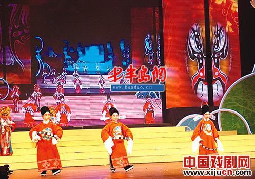 京剧进入校园的最大问题是缺少教师。