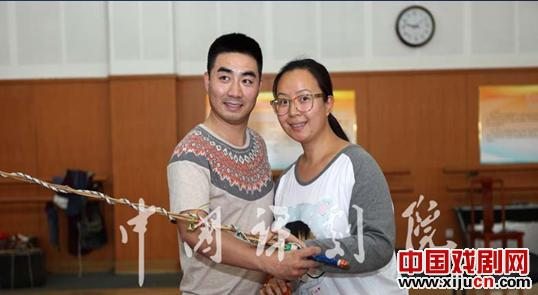 中国鞠萍剧院的大型现代鞠萍歌剧《鞠萍女王》将于近期上演。