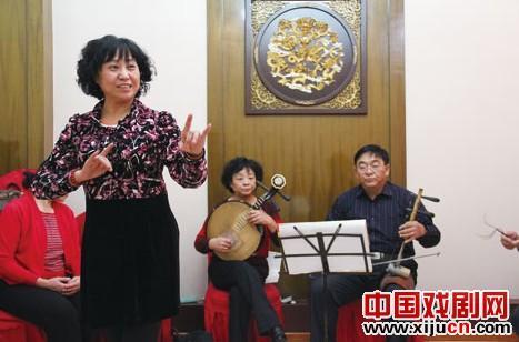通辽市邮政局京剧研究会京剧迷不能停止歌唱