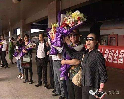 新剧《傅山进京》圆满结束了全国巡演,谢涛等人今天下午以优异的成绩返回北京。