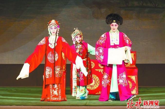 日本学生为什么能在北京大学舞台上演奏京剧:中国儿童应该保护中国文化的精髓