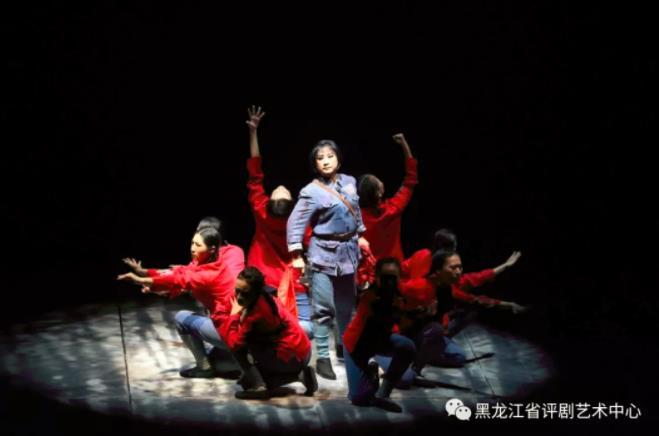 省级评论帮助扎兰屯乌兰·齐木的《八女投江》在第11届中国评剧艺术节上亮相,并获得圆满成功。
