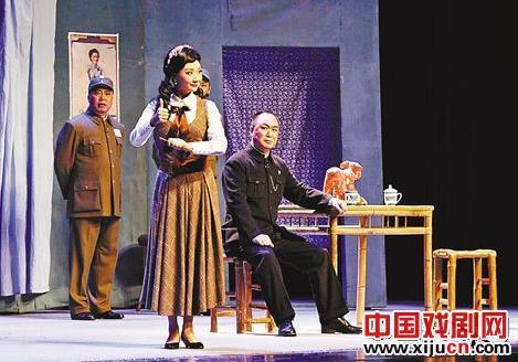 """现代京剧的""""张露萍""""表演"""