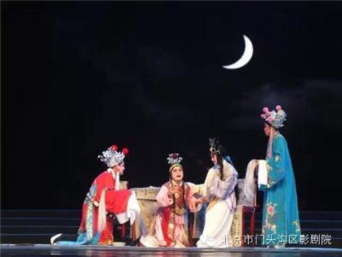 4月25日,北京平剧剧团演出了《狸猫换太子》的上下半部