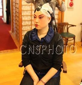 兰州职业技术学院京剧团的学生在台北市表演了《查美安》和《醉妃》