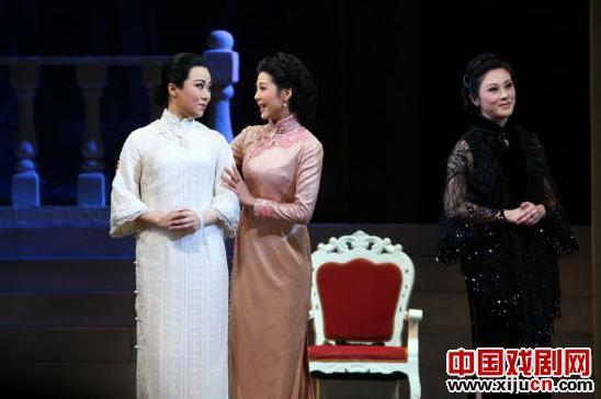 新的现代京剧《宋家姐妹》在梅兰芳大剧院连续上演了两场。