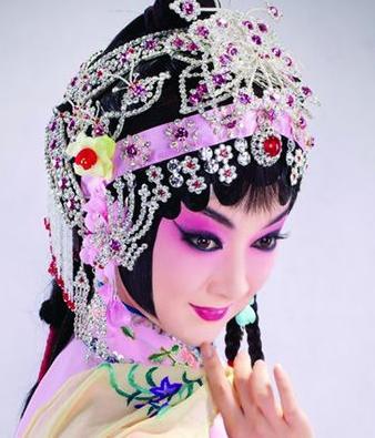 """2011年""""迷人的春天""""青年京剧演员挑战赛今晚将上演京剧《看玉传》。"""