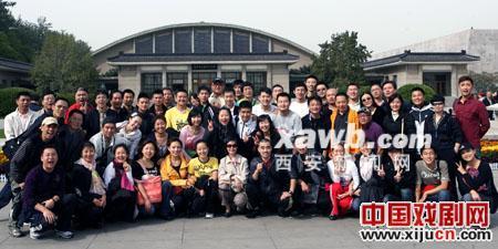 北京国家剧院的三个团队向梨园的创始人致敬。
