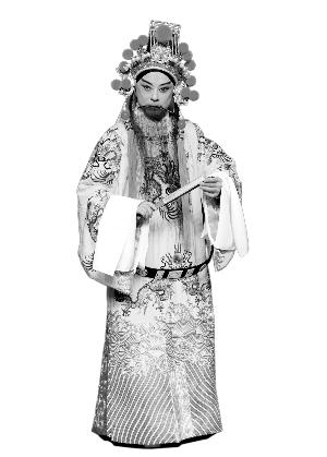 余奎志和李胜素创作的新历史京剧《丝绸之路长城》将在广州友谊剧院上演。