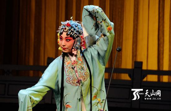 乌鲁木齐举办2016年新年京剧晚会
