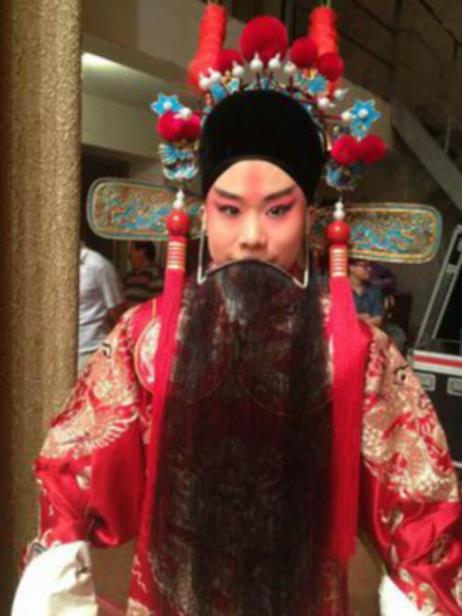 """吴广江先生是京剧杨派的老手,他将在南龙王庙继续一个世纪的一系列""""戏曲专场""""演出。"""