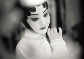 金歌剧中的童星王梦媛梦想着歌剧。