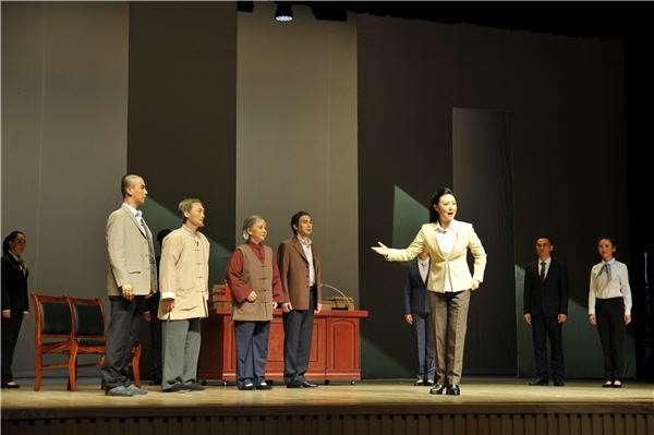 《在路上》是湖北京剧院原创的一部以反腐为主题的现代京剧,将向首都人民报道演出。