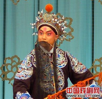 第五届中国京剧优秀青年演员研究生,第一个流派班学生报道了京剧《红鬃烈马》的表演