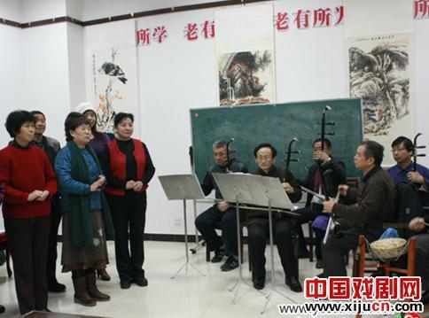 唐山市古冶区老年大学平剧班创作了自己的戏剧,参加了第五届民间艺术家元宵节晚会