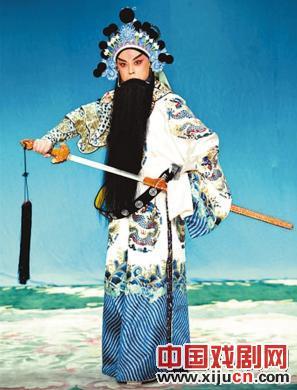 余奎志和李胜素在深圳大剧院上演新版《满江红》