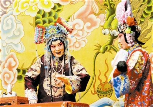 """京剧表演艺术家李李尚在""""非物质文化遗产""""专题演出中传承了教学成果。"""