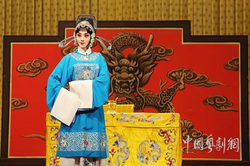 铁骨文庆代代相传——评张馨月和京剧《谢瑶环》