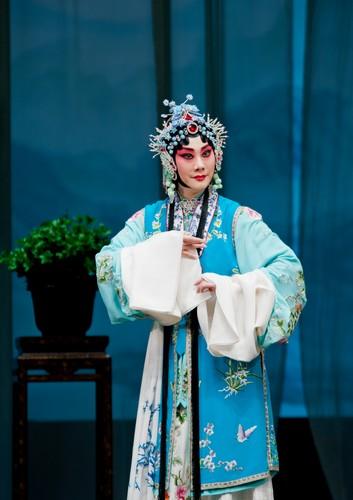 国家京剧剧院去天津演出《汉玉娘》、《桂英当家》和《沙漠中的苏武》