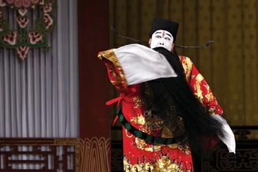 《利用东风的英雄联盟》在逸夫舞台上演