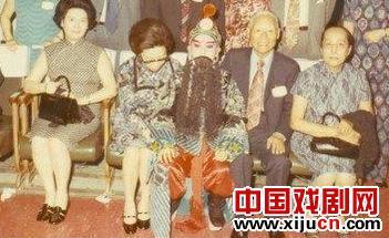 蔡康永公开了他少年京剧《四郎看妈妈》的照片