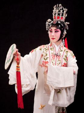 9月23日,长安大剧院上演了京剧《谢瑶环》。