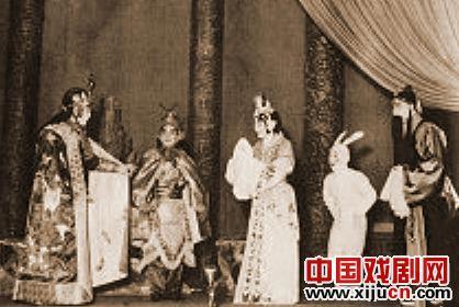 1958年,一部虚构的京剧《红色卫星制造天宫》被排练,主要以吴丹为主角。