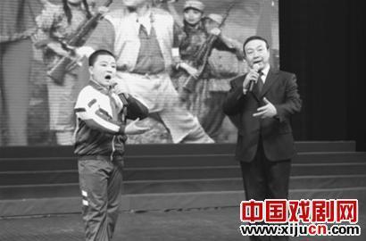 """""""孙儿""""京剧剧团经常成为活动的终曲。"""
