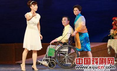 宁夏京剧团表演现代京剧《月亮,现在长满了海》