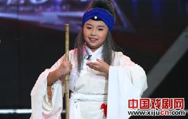 """八岁的卞景婷在学了五年戏剧后选择了""""6+1""""。"""