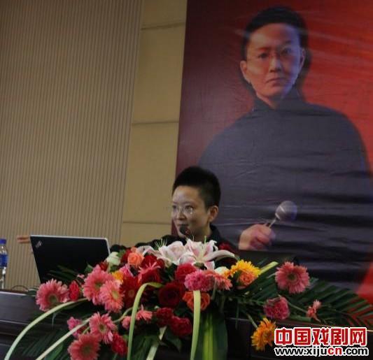 """王佩瑜在河北大学新校区举办的""""谈过去与现在——论老京剧的演唱与表演"""""""