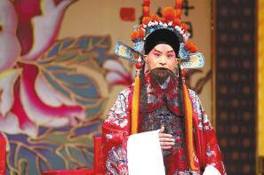 杨派的老学生李俊和四名京剧研究生在同一个舞台上表演了《四郎探母》。
