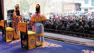 平定县晋剧团为村民表演了许多经典的晋剧