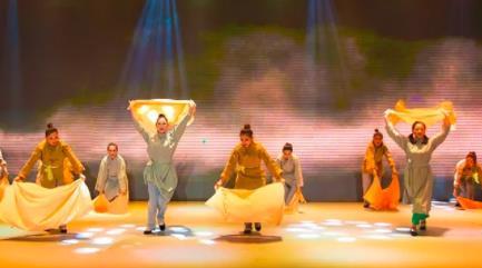 来自内蒙古敖汉旗的乌兰木奇现代歌谣《沙漠的绿色灵魂》将在北京国家文化宫大剧院演出。