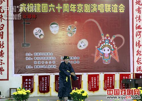 89岁的老人用京剧音乐会庆祝国庆