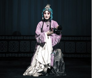云南京剧界的寡妇与忧虑