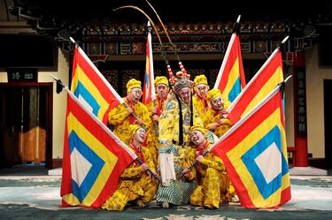 日本京剧演员施亚玛和国家京剧团表演了传统的经典京剧《创造天堂》