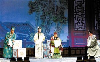 平剧《孔雀东南飞》增强了它的艺术魅力。