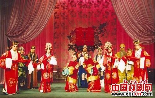 中国评剧剧院在唐山上演评剧经典剧《花儿为媒介》