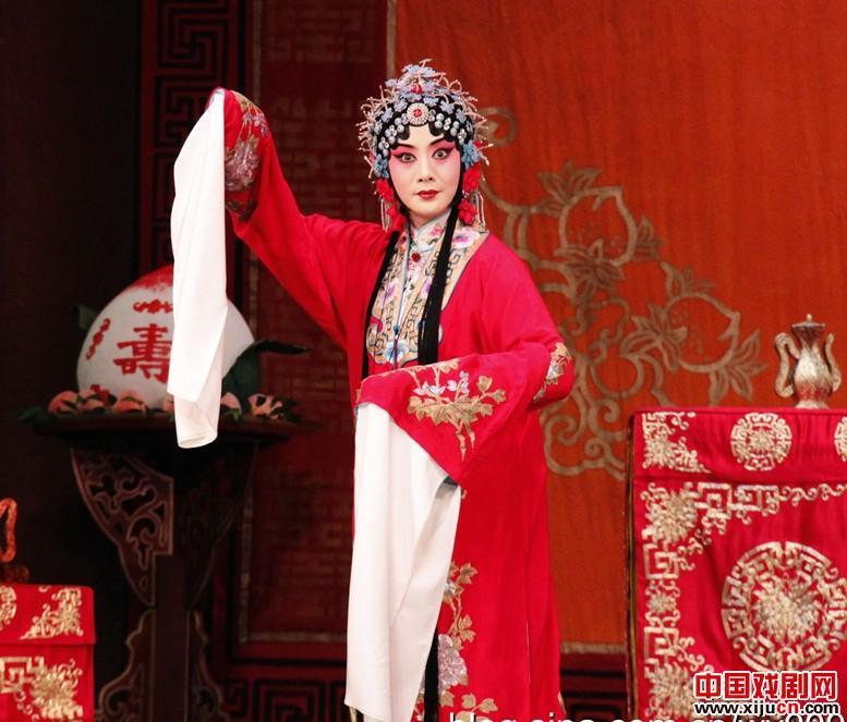 奎芝·李胜素主演了交响乐版本的《年轻的男人的女人》